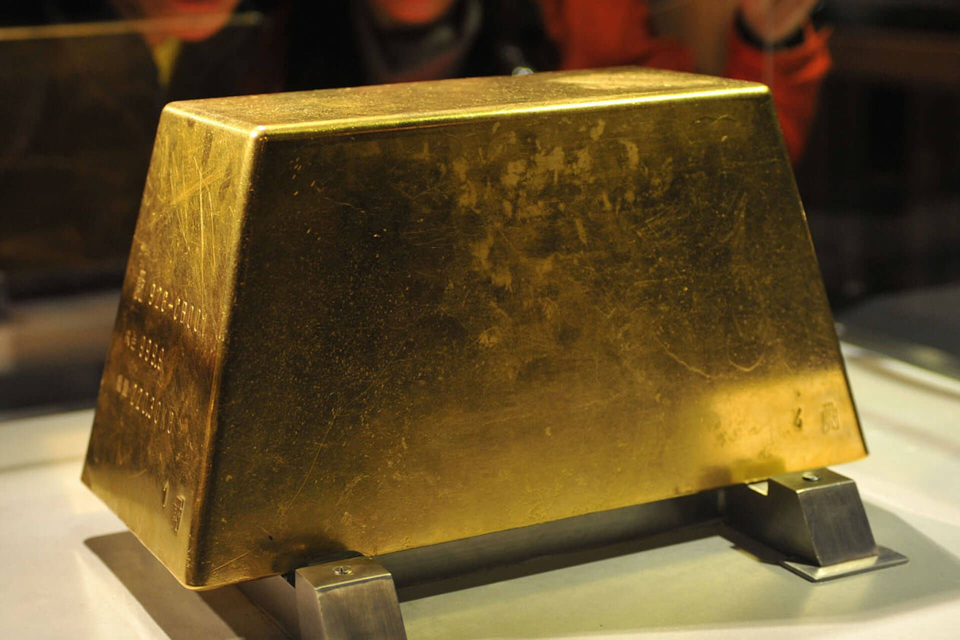 what is the biggest gold bar in the world worth